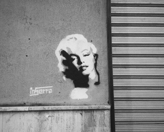 graffiti inserra napoli Marylin