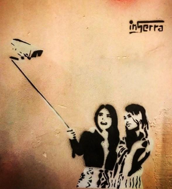 SELFIE-TELECAMERA-INSERRA-street-art-napoli-graffiti inserra