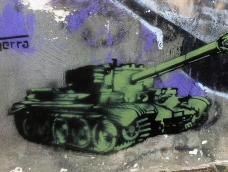carro-armato-stencil-art-inserra-stop-war-napoli-graffini-piazza-bellini-inserraarts-ins