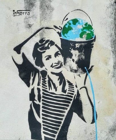 donna secchio salerno street art campania graffiti porticciolo pastena inserra