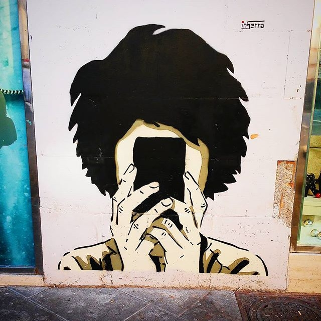 inserra street art pontecagnano faccia telefono