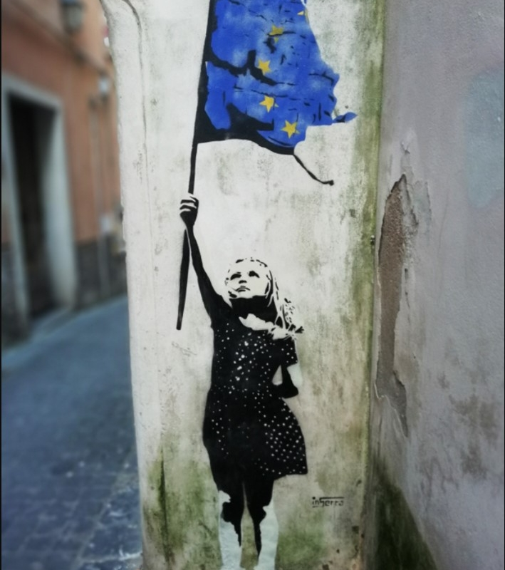 inserra-europe-sad-bambina-street-art-salerno