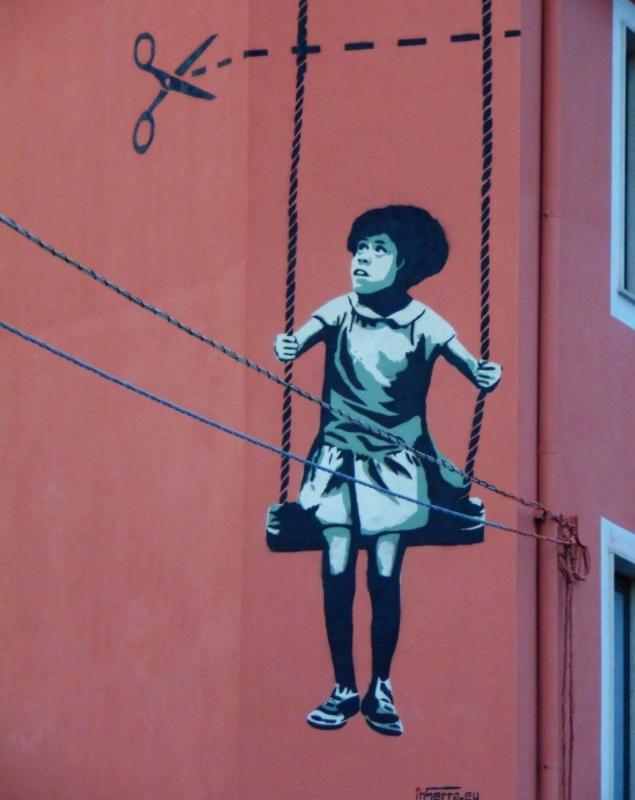 inserra-girl-bambina-altalena-italia-street-art-inserra