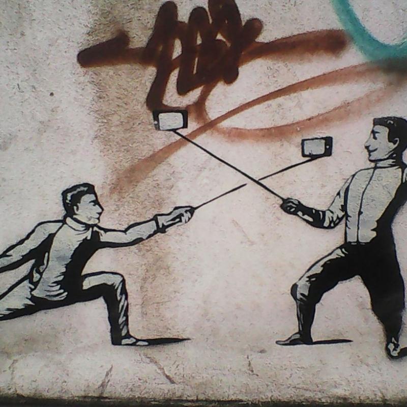 inserra-nocera-street-art-duello-selfie-scherma-inserra