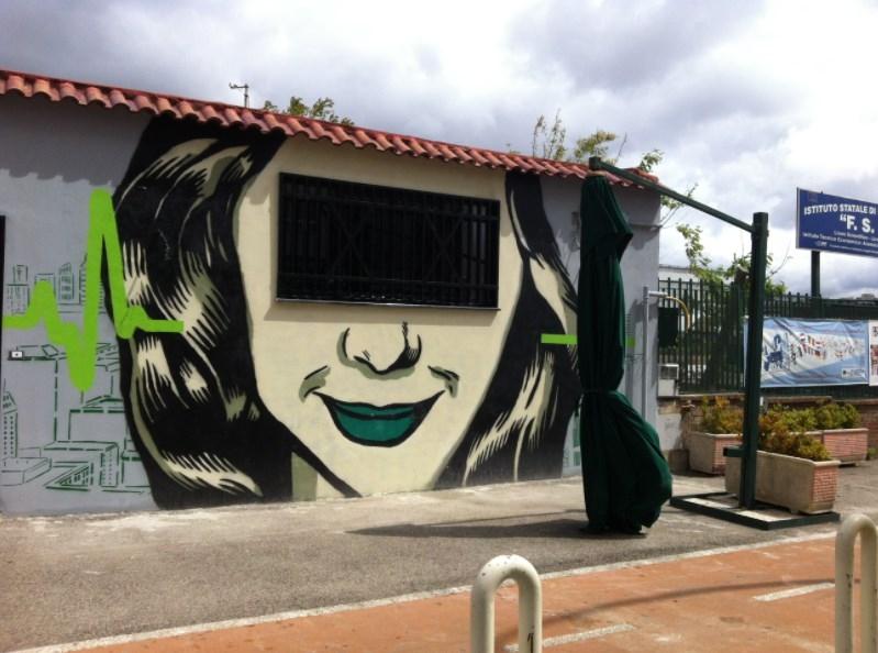 napoli inserra street art woman fuorigrottaa