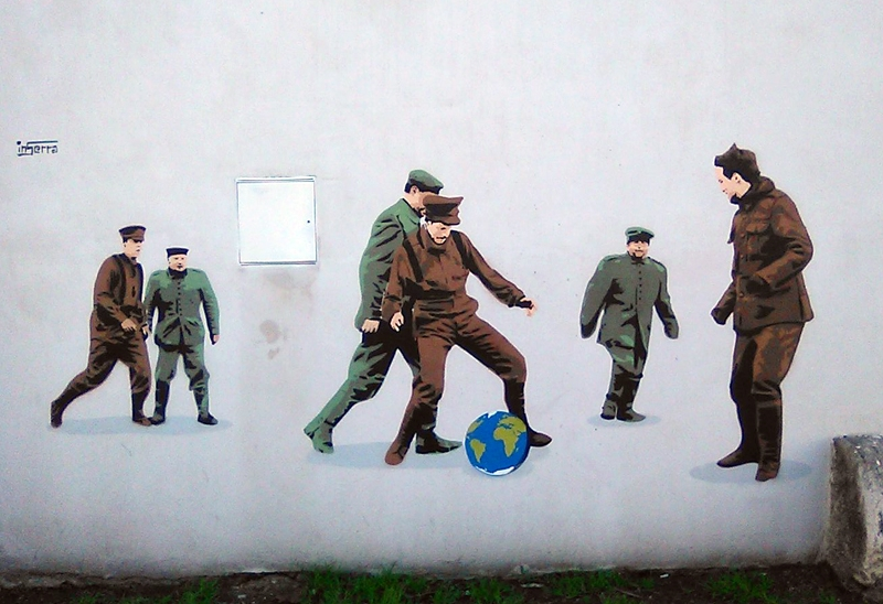 soldati mondo football no war inserra street art global