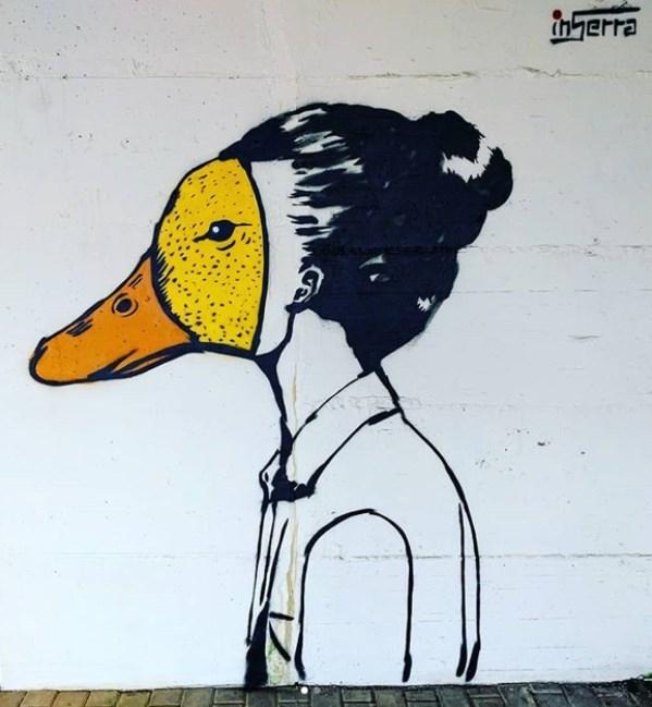 street-art-salerno woman duck inserra